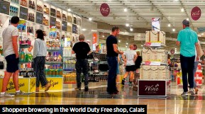 ??  ?? Shoppers browsing in the World Duty Free shop, Calais