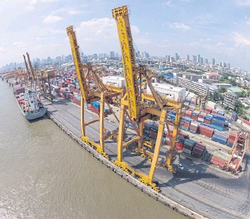 ??  ?? Giant cranes work at Bangkok port. Thailand is pushing back against US charges of unfair trade.