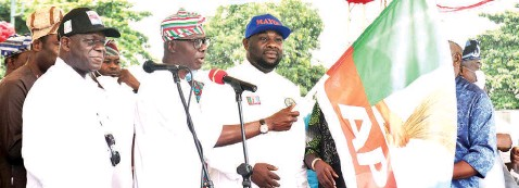 ?? PHOTO: NAN ?? Chairman, All Progressives Congress ( APC) Lagos State, Alhaji Tunde Balogun ( left); Lagos State Governor, Babajide Sanwo- Olu and Chairmanship Candidate Agboyi- Ketu LCDA Lagos, Mayor Oshinowo during the official flag- off of campaigns for the Local Government Elections at APC Secretariat in Lagos… yesterday.