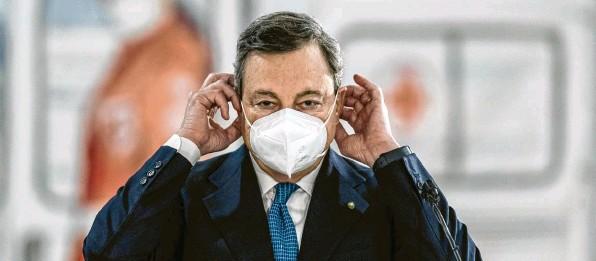?? Foto: Roberto Monaldo, dpa ?? Er gilt in Italien als politische Respektsperson: Mario Draghi, Ministerpräsident. Bei den Menschen steht er für Autorität und Glaubwürdigkeit.