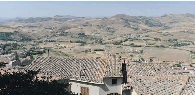 ?? TIZIANA FABI / AFP / GETTY IMAGES ?? In 2014, houses in the Italian village of Gangi, about 120 kilometres from Palermo, were sold by the local council for a mere $1, in an effort to reverse the village's dwindling population.