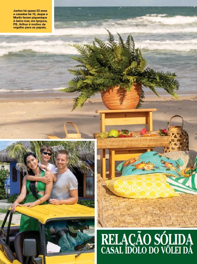 ??  ?? Juntos há quase 23 anos e casados há 12, Jaque e Murilo fazem piquenique à beira-mar, em Ipojuca, PE. Arthur é motivo de orgulho para os papais.