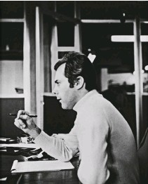 ??  ?? Giorgio Armani working at Cerruti, 1967.