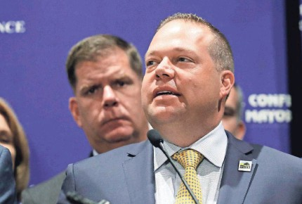 ?? CHARLES KRUPA/AP ?? Rochester Hills, Mich., Mayor Bryan Barnett, addressing the the U.S. Conference of Mayors in 2018, supports the $1.9 trillion COVID-19 relief bill.