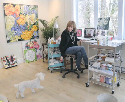 "?? PHO­TOS: MARIE-FRANCE COALLIER ?? Artist Su­san Pe­pler, with her dog Gigi, at her home stu­dio in Knowlton. ""As much as I loved my house, my life and my friends in Shaugh­nessy Vil­lage,"" says the for­mer Mon­trealer, ""I re­al­ized I could take my paint­ing ca­reer and work any­where at all."""