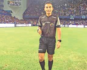 ??  ?? PIONERO. Danny Ávila es árbitro profesional de la FEF y ahora de los registros de la FIFA.