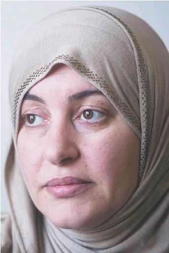 ?? La Presse Canadienne: Graham Hughes ?? La confusion implicite entre islam et terrorisme a été perceptible dans le cadre des récents événements entourant la possibilité qu'ont les femmes portant un voile intégral de prêter le serment de citoyenneté ou encore du traitement réservé à Rania...
