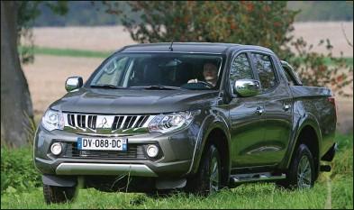 ??  ?? Mitsubishi a soigné la présentation de son pick-up en le dotant d'une imposante face avant.