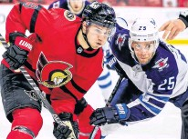 ?? ERROL MCGIHON • POSTMEDIA NEWS ?? Ottawa Senators centre Josh Norris, left, seen here facing off against Winnipeg Jets centre Paul Stastny, is a contender to be the NHL's top rookie trophy.