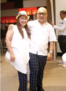 ??  ?? COORDINATED Havana Night outfits on GM Emelyn Mauhay-Rosales and Michael E. Dakudao