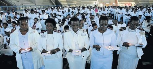 ?? Picture: Gallo Images/Sowetan/Sandile Ndlovu ?? Nurses hold candles during International Nurses Day celebrations in Limpopo.