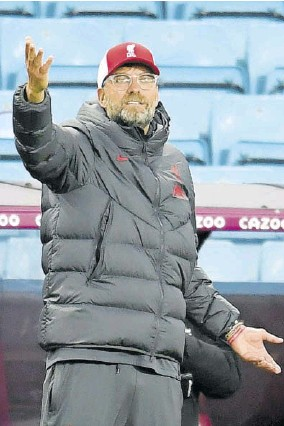 ?? (Photos: AFP) ?? Liver­pool's Ger­man Man­ager Jur­gen Klopp ges­tures on the touch­line dur­ing the English Premier League foot­ball match be­tween As­ton Villa and Liver­pool at Villa Park in Birm­ing­ham, cen­tral England, yes­ter­day.