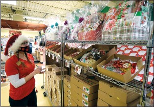 ?? NEWS PHOTO COLLIN GALLANT ?? Darcy Wedrick takes stock of holiday trays and baskets at the Nutters location on Dunmore Road on Friday afternoon. The locally based bulk retailer that has franchise locations across Western Canada is noting changing trends in holiday baking and assortment sales this year.