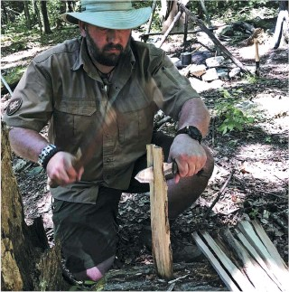 ??  ?? The ability to split wood is important in a survival knife.
