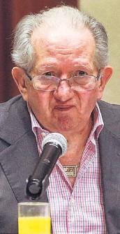 ??  ?? Agenda. Bukele quiere perpetuarse en el poder y por eso removió a los magistrados, dijo Castillo.