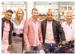 ??  ?? Stéphanie Drolet est entourée d'Eleider Alvarez, Lucian Bute, Oscar Rivas et Yvon Michel.