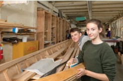 ??  ?? Students in the museum's Boat Shop learn boatbuilding skills and get a taste of STEM education along the way.