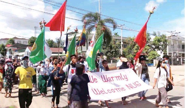 ?? Reuters ?? ↑ People march in support of the NUG in Dawei on Sunday.