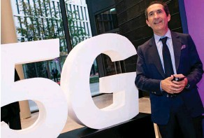 ??  ?? Starting-blocks. Patrick Drahi, fondateur d'Altice, lors de l'inauguration de son siège parisien, l'Altice Campus, le 9 octobre 2018. La maison mère de SFR a alors déclaré avoir « allumé la 5G à Paris ».