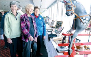 ??  ?? Right: Admiring some of the collections on display are Drouin Hills Club members (from left) Ethel Manley, Lorna Parke and Pam Pretty