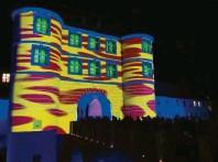 ?? Foto: Höß ?? Das Rieder Tor wurde während der Lichternacht von STABER in diesem Jahr illuminiert.
