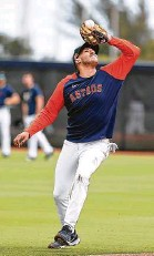 ??  ?? His neon orange long sleeves easily distinguished Correa from the rest of his teammates during Monday's practice.