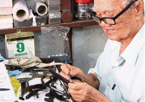 ??  ?? Lee Lai Choy is the second generation in his family to run the Wah Sang Brothers shop that sells and repairs timepieces.