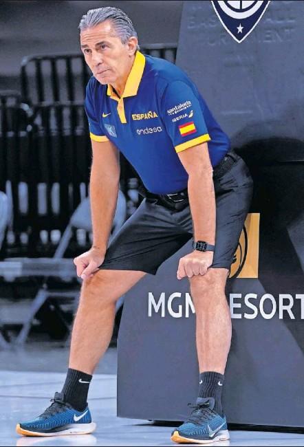 ??  ?? Sergio Scariolo, en un entrenamiento con la Selección española.