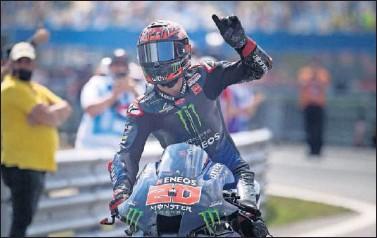 ??  ?? Fabio Quartararo celebra su victoria en el GP de los Países Bajos, el pasado domingo en Assen.