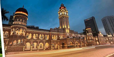 ??  ?? This remarkable Sultan Abdul Samad Building in KL, built in 1897, served as the government administra­tion building during the British era. It was the largest building of its day.