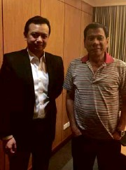 ?? CONTRIBUTED BY SEN. ANTONIO TRILLANES ?? ALL WAS WELL after the meeting between Mayor Rodrigo Duterte and Sen. Antonio Trillanes IV, and this photo, according to the senator, is proof of that.