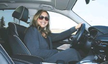 ??  ?? Rosa Reyes would prefer a hybrid version of the 2022 Acura MDX.