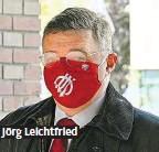 ??  ?? Eine bunte und teils originelle Maskerade: die SPÖVorstandssitzung in der Wiener Marx Halle im Zeichen des Coronavirus. Jörg Leichtfried