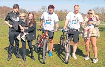 ??  ?? SUPPORT: From left: Dad John Mcmillan, mum Eden with Kinsley, cyclists Derek Craig and Paul Duncan and Erin Kennedy with Kinsley's brother Freddie, 2, in Forfar.