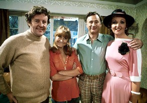 ?? Pic: BBC ?? The cast of 1970s sitcom The Good Life with, far right, Penelope Keith; inset top right, Keith Allen; inset below right, Mathew Horne
