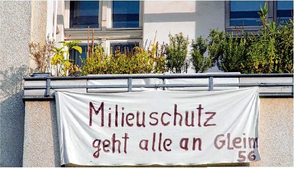 ?? Foto: Lothar Ferstl/dpa ?? In manchen Städten machen Bewohner – wie hier in Berlin – ihrem Frust über steigende Mieten mit Protesten Luft.