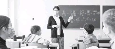 ??  ?? Учителі, попри передвиборчі обіцянки президента Володимира Зеленського, в 2021 році отримають менше коштів. Натомість сам офіс Зеленського — більше. Фото з сайта 24tv.ua.
