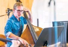 """??  ?? """"Vi växer hela tiden, både rent konkret i vad vi gör och i våra sinnen"""", säger Sverker Rundqvist, producent och kontrabasist i orkestern."""