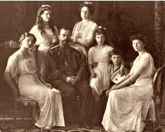 ??  ?? Princess Olga's great-uncle, Tsar Nicholas II, and his family in 1914