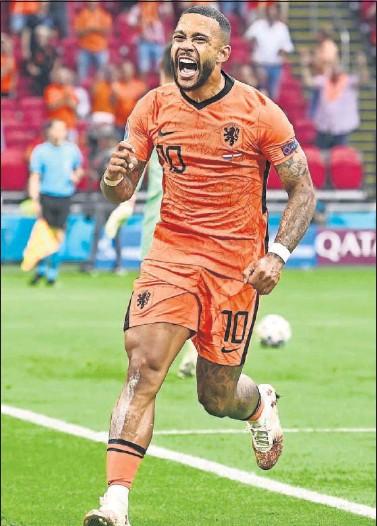 ??  ?? Memphis Depay celebra un gol con la selección de Países Bajos en la Eurocopa.