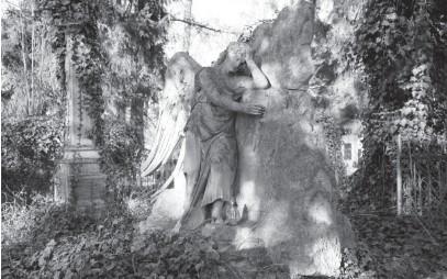 ??  ?? Надгробок скульптора Юліана Марковського.