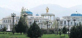 ??  ?? The Ruhyyet Palace in Ashgabat, Turkmenistan is a thing of beauty.