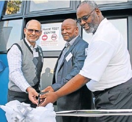 ?? Picture: MIKE LOEWE ?? SKILLS BOOST: From left, Johann Evertse, Mercedes-benz South Africa vice-president of human resources, Eastern Cape education MEC Mandla Makupula and Goodman Lucwaba, MBSA divisional manager of human resources, cut the ribbon at the launch of the...