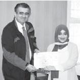 ??  ?? Amina Chahbi reçevant son prix