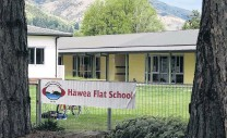 ?? PHOTO: MARK PRICE ?? Out of space . . . Hawea Flat Primary School waiting for new classrooms.