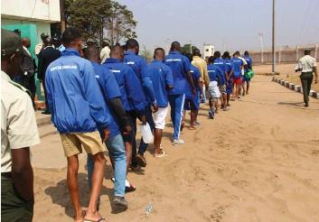 ?? EDSON FABRÍZIO | EDIÇÕES NOVEMBRO ?? Condenados na Namíbia poderão cumprir penas em Angola desde que manifestem esse desejo