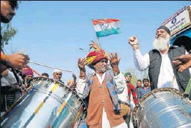 ?? HT FILE/DEEPAK SHARMA ?? Congress supporters celebrate after filing of nominations for byelections in Ajmer.