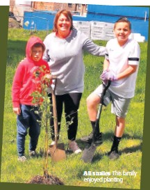??  ?? All smiles This family enjoyed planting