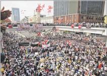 ?? LYNN BO BO / EFE ?? Nayón. Las protestas contra el golpe militar repletaron las calles.