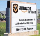 ?? MIKE DE SISTI / MILWAUKEE JOURNAL SENTINEL ?? Amazon, which operates a large distribution and fulfillment center in Kenosha, may be considering opening a new warehouse in Beloit.